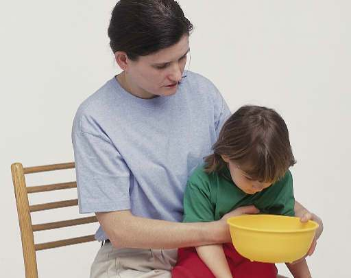 Помощь ребенку при рвоте в домашних условиях