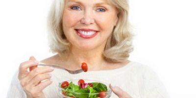 Миниатюра к статье Особенности диеты при повышенном холестерине у женщин после 50 лет