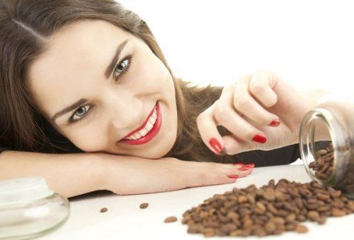 Миниатюра к статье Как сделать кофейный скраб в домашних условиях для лица и тела: рецепты