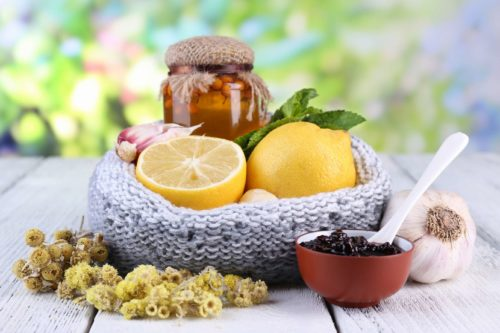 Смесь лимона чеснока и меда для сосудов