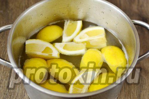 залить водой в кастрюле