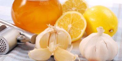 Миниатюра к статье Как чистить сосуды лимоном, чесноком и медом