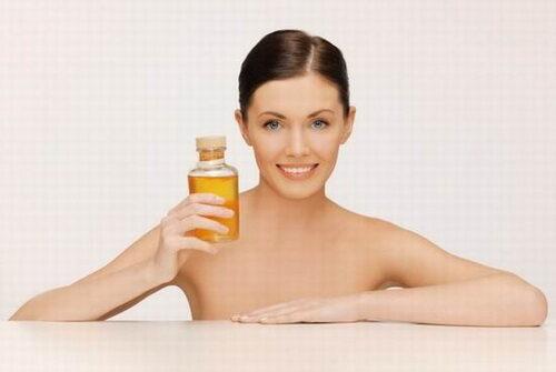 Миниатюра к статье Касторовое масло для лица: применение, отзывы, фото до и после